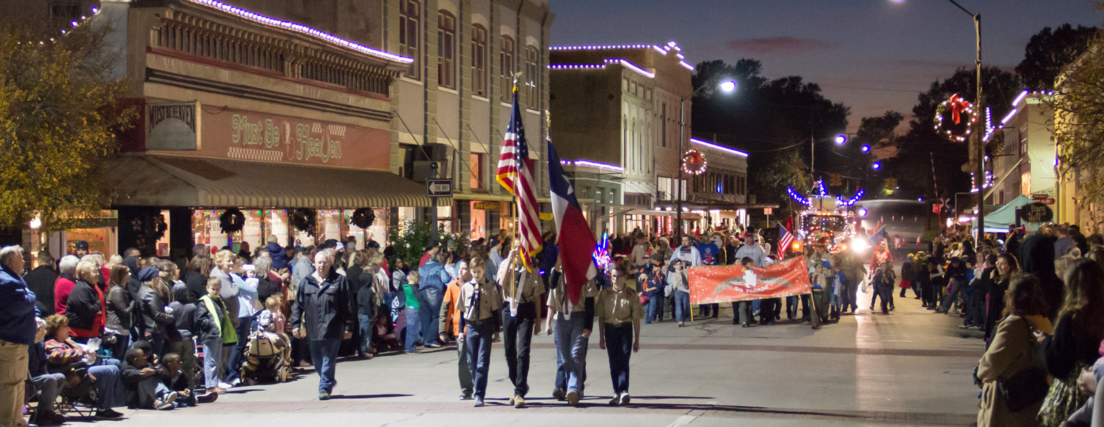 lighted-parade-02-1600x620